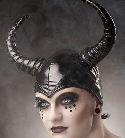 Photo: Blyg             Model: Doomsday Diva