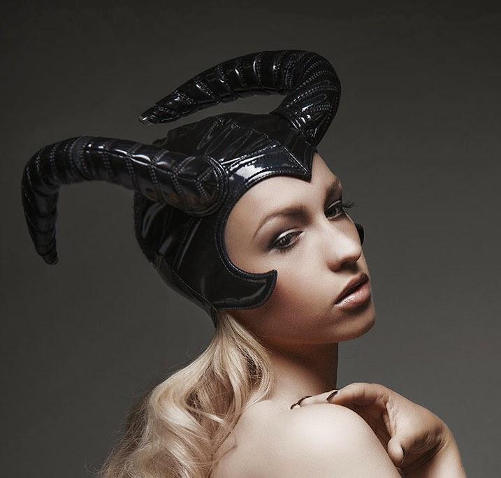 Photo: Martin Krolop   Model: Lara Waltemode