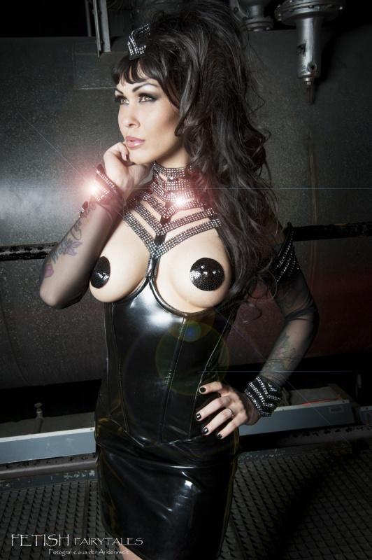 Model Nicole del Santos    Photo: Fetish Faiytails