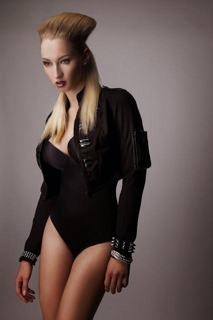 Photo: V Sechs        Model: Lara Waltemode
